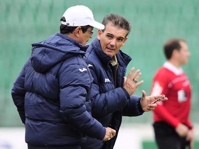 Técnico Paulo Roberto Santos Guarani (Foto: Rodrigo Villalba / Memory Press)
