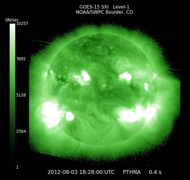 Imagem de sat&#233;lite da Nasa mostra imagem de raio-X do Sol nesta sexta-feira (3) (Foto: AP)
