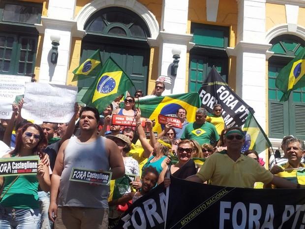 A manifestação em Cachoeiro de Itapemirim (ES) começou por volta das 10h deste domingo (12), no centro da cidade (Foto: Beatriz Caliman/A Gazeta)