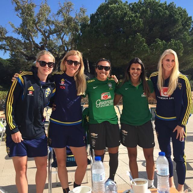 Marta com ex-colegas suecas