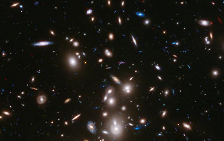 3- Foto tirada pela Hubble mostra o maior aglomerado de galáxias já registrado: a maneira como o espaço entre elas está se expandindo foi prevista por Einstein  (Foto: Nasa)