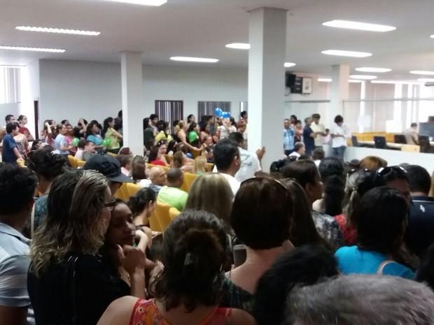 Dezenas de trabalhadores da saúde protestaram na Câmara dos Vereadores de Palmas (Foto: Sintet/Divulgação)