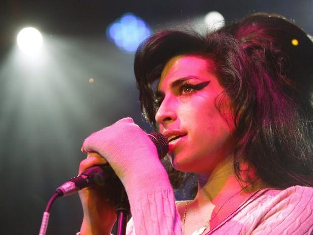 Amy em show na Suíça em 25 de outubro de 2007 (Foto: Steffen Schmidt/AP)
