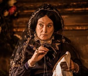 Encarnação mantém penteado com estilo do século XVIII o tempo todo, em todas as fases de 'Velho Chico' (Foto: TV Globo / Caiuá Franco)