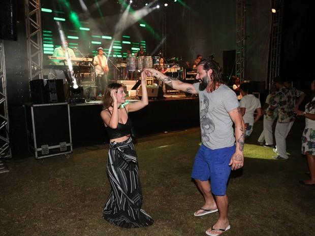 Henri Castelli e a namorada, Maria Fernanda Saad, em show em Salvador, na Bahia (Foto: Denilson Santos/ Ag. News)