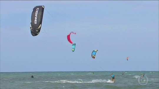 Praia de Cumbuco tem atração para quem quer descanso ou aventura