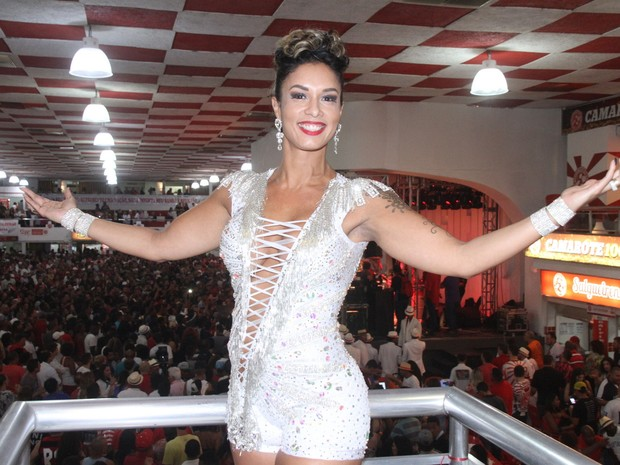 Milena Nogueira na quadra do Salgueiro, na Zona Norte do Rio (Foto: Thyago Andrade/ Brazil News)