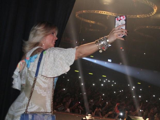 Carla Perez em show na Zona Oeste do Rio (Foto: Graça Paes/ Foto Rio News)