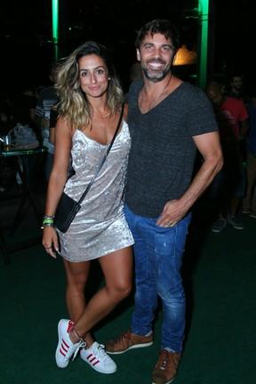 Camila Lucciola e Marcelo Faria em show na Zona Portuária do Rio (Foto: Anderson Borde/ Ag. News)