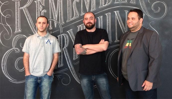 Os cofundadores da startup Blogo, um gerenciador de blogs: Renan Protector, Ivan Neto e Amure Pinho.