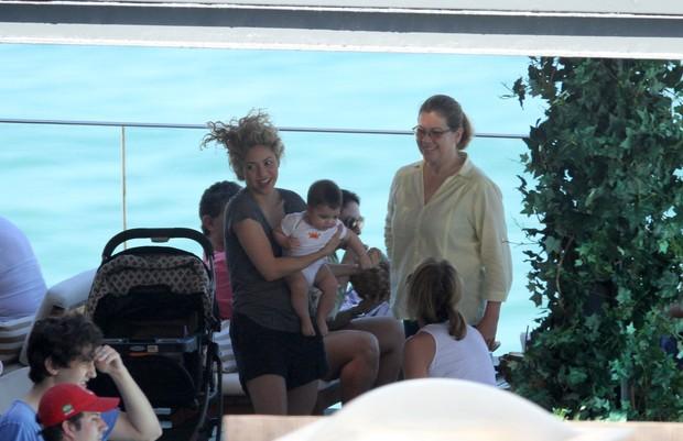 Shakira, o filho Milan e família em hotel no Rio de Janeiro (Foto: Wallace Barbosa/AgNews)