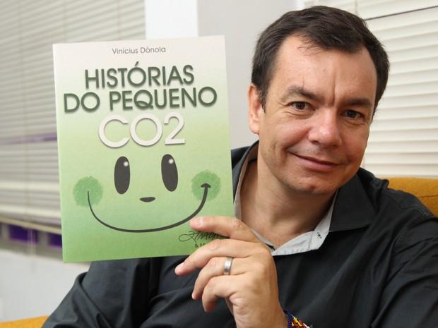 Vinícius Dônola lança livro em Rio Branco (Foto: Diego Gurgel/Arquivo Pessoal)