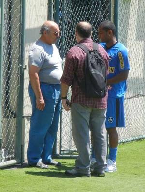 Jobson conversa com o médico Roberto Hallal (Foto: Thales Soares / globoesporte.com)