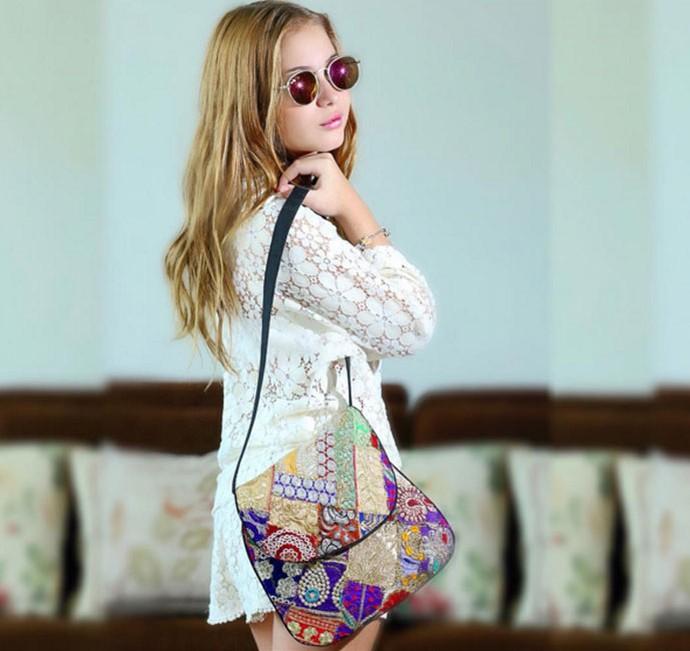 Gigi arrasando com bolsa indiana (Foto: Reprodução Redes Sociais )