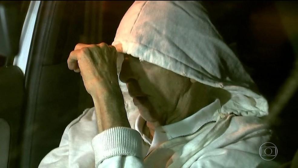 Abdelmassih na última semana ao chegar no apartamento em São Paulo para cumprir prisão domiciliar (Foto: Reprodução/TV Globo)