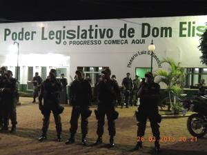 Policiais ficaram em frente a câmara dos vereadores. (Foto: Divulgação/ Sintepp)