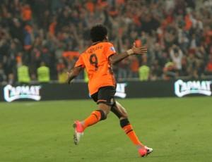 Luiz Adriano Shakhtar (Foto: Reprodução / Site Oficial)