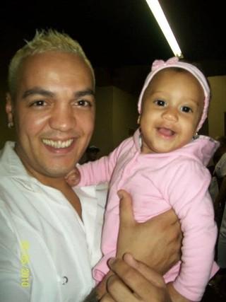 Belo com a neta, Haney (Foto: Arquivo Pessoal)