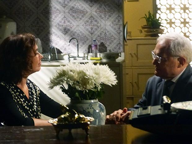 Marta e Silviano conversam amigavelmente (Foto: Gshow)