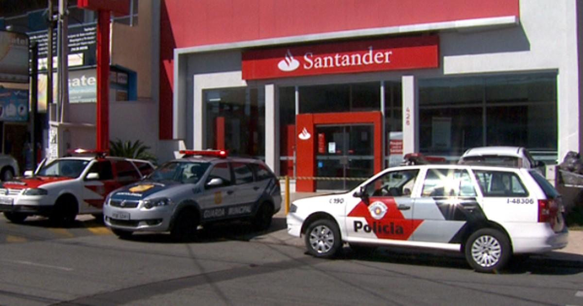 Grupo armado rouba banco e troca tiros com guardas em ... - Globo.com