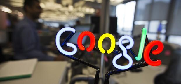 Logo do Google em neon decora escritório da empresa em Toronto, no Canadá (Foto: Mark Blinch/Arquivo/Reuters)