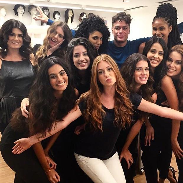 Fabio Assunção com o elenco de Totalmente Demais (Foto: Reprodução/Instagram)