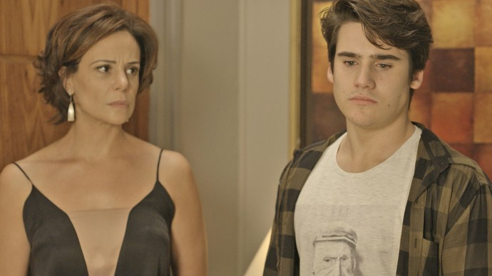 Rodrigo fica desolado ao descobrir que não é tio de Rodriguinho  (Foto: TV Globo)