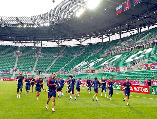 jogadores no treino da Rússia para a Euro (Foto: AP)