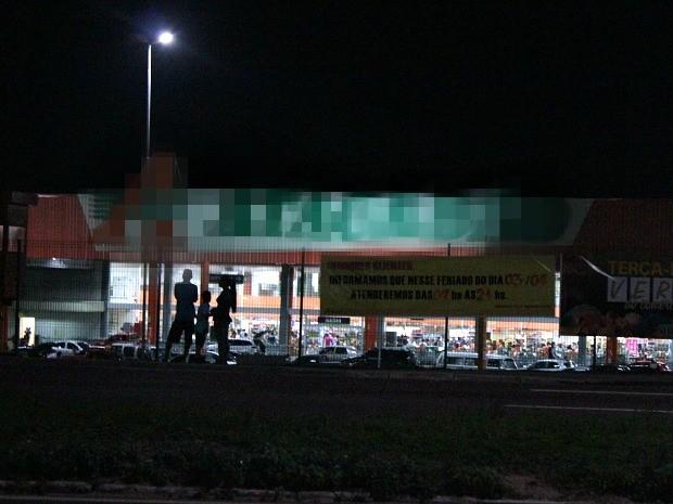 Crime teria ocorrido em supermercado na Zona Norte de Manaus (Foto: Sérgio Rodrigues/G1 AM )