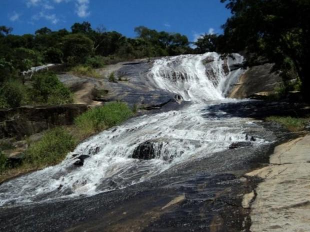 Cachoeira é muito frequentada, principalmente nos feriados (Foto: Divulgação/Campos Turismo)