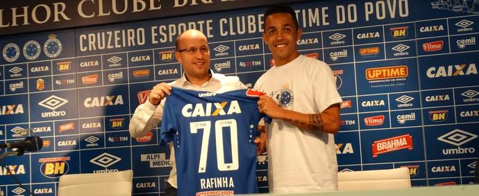 Jogador comemora retorno ao futebol brasileiro 50ad0637bc4ee