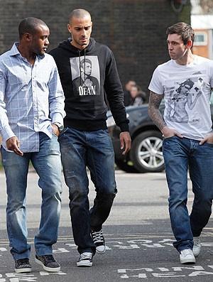 Nigel Reo-Coker, Darren Pratley e Mark Davies - visita muamba (Foto: AFP)