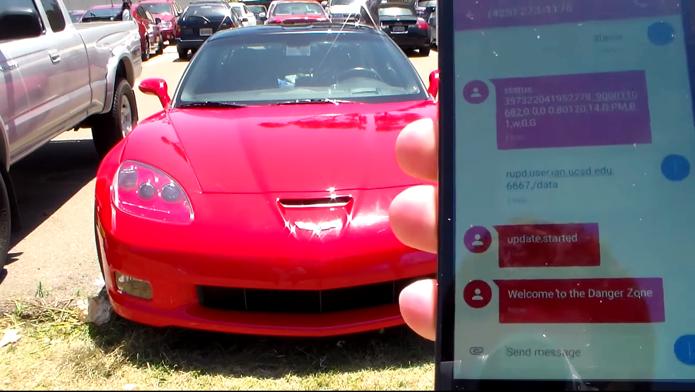 Hackers usam SMS para invadir carro e controlar até freios (Foto: Reprodução/YouTube)