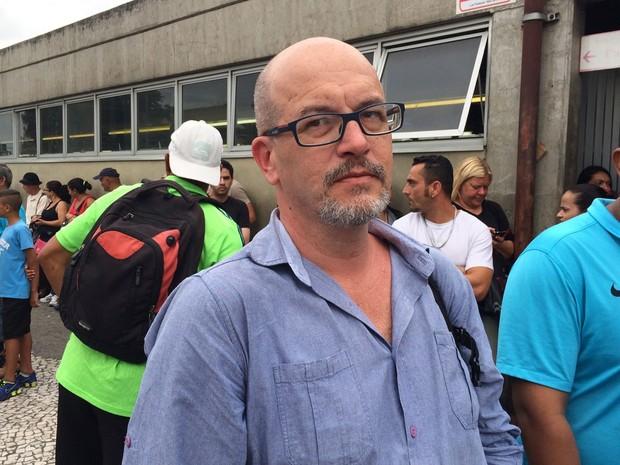 Cabeleireiro Marcelo Risonho, de 45 anos, lamentou os prejuízos por causa do fechamento da estação Guaianases da CPTM após ameaça de bomba (Foto: Tatiana Santiago/G1)