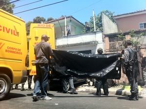 Casal desaparecido é encontrado morto em casa em São Gonçalo. (Foto: Isabela Marinho / G1)