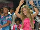 Denise Rocha se empolga no samba em ensaio de agremiação paulista