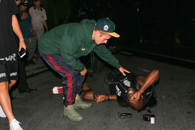 Justin Bieber ao volante atropela fotógrafo (vídeo)