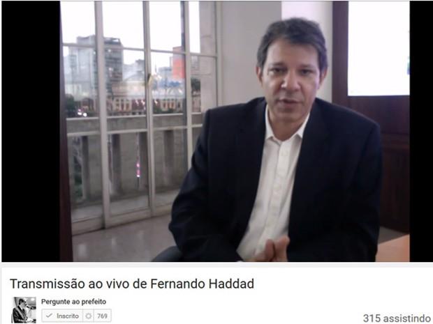 Prefeito Fernando Haddad (PT) em transmissão nesta terça-feira (Foto: Reprodução/Youtube)