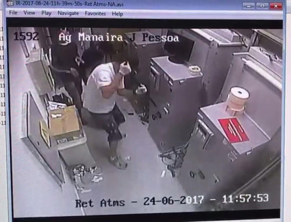 Preso em João Pessoa homem suspeito de ser 'gerente' de quadrilha especializada em arrombamento de caixas eletrônicos (Foto: Reprodução/CFTV)