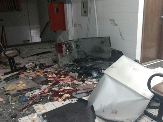 Vidros, portas e janelas quebraram após explosão de equipamento (Foto: Polícia Civil/Divulgação)