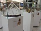 Colecionadora expõe 30 presépios de 22 países em shopping em Taubaté