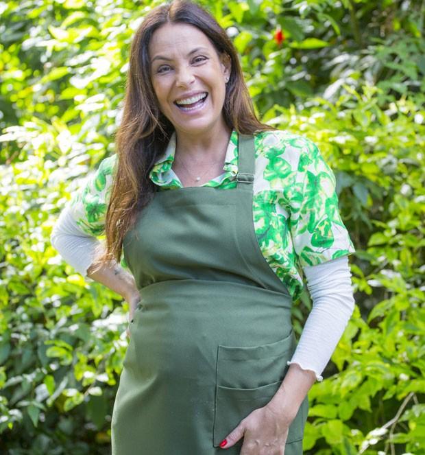Carolina Ferraz fala sobre a gravidez (Foto: Robert Schwenck)