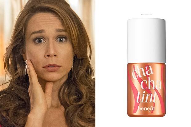 Mariana Ximenes usa blush Batom Cha Cha Tim, da Benefit R$169 (Foto: TV Globo / Reprodução )
