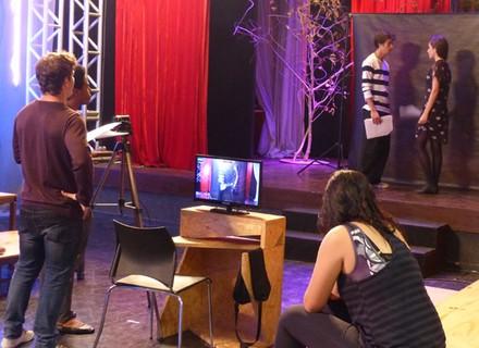 Casal Joanca interpreta cena de 'A Favorita' e o esquisito se emociona