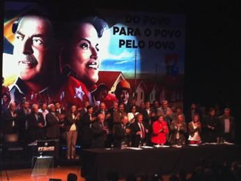 Lula foi aplaudido ao final do discurso em Porto Alegre (Foto: Felipe Truda/G1)