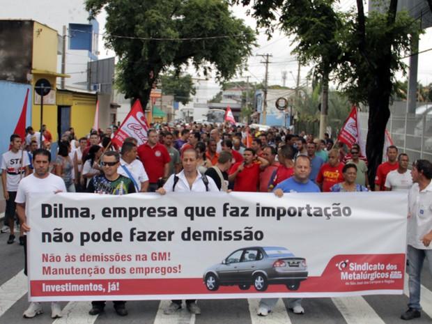 Prefeito Carlinhos Almeida diz que vai ajudar contra demissões na GM (Foto: Carlos Santos/G1)