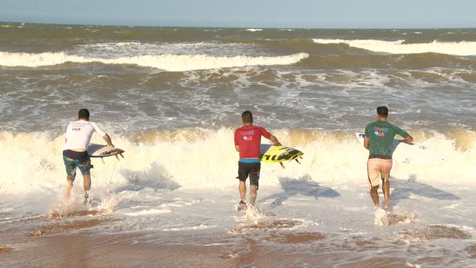 Eles foram pra água mostrar que mandam bem também  (Foto: Divulgação / TV Gazeta ES)