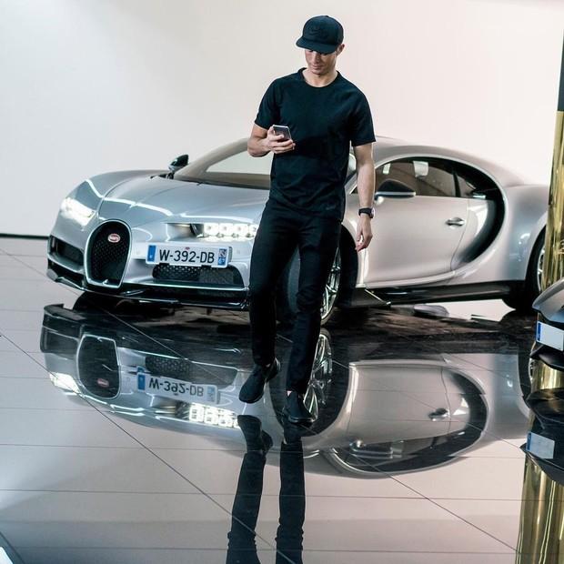Cristiano Ronaldo em comercial do novo Bugatti Chiron (Foto: reprodução/Instagram)