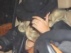 Lady Gaga esconde o rosto mas mostra muito mais nos EUA