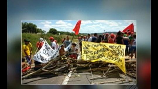 Manifestantes interditam trecho da rodovia BR-010, no nordeste do Pará